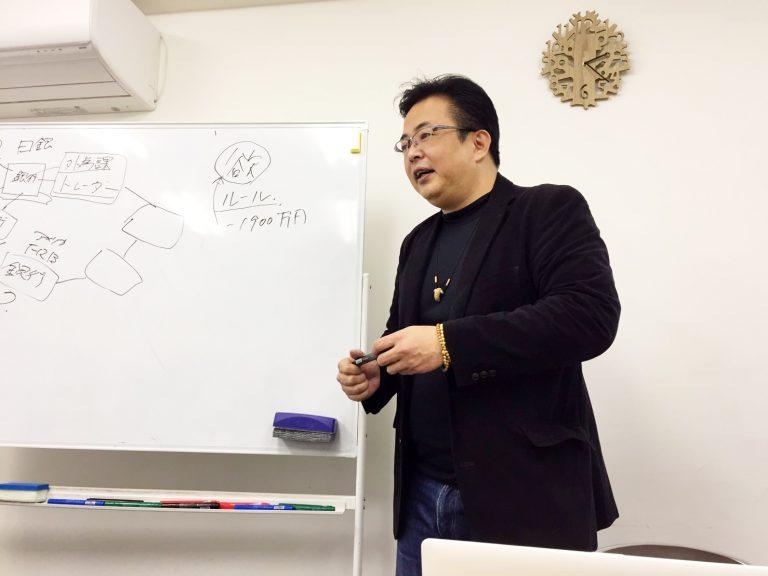 授業をしている石賀塾長